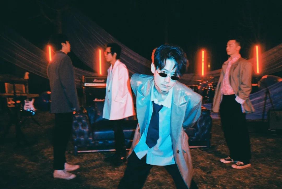 大波浪乐队2021全新双专辑巡演《新逻辑》《不止一面》全国巡演-重庆站