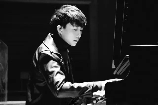 """2021""""钢琴诗人""""Pianoboy高至豪流行钢琴音乐会-深圳站"""